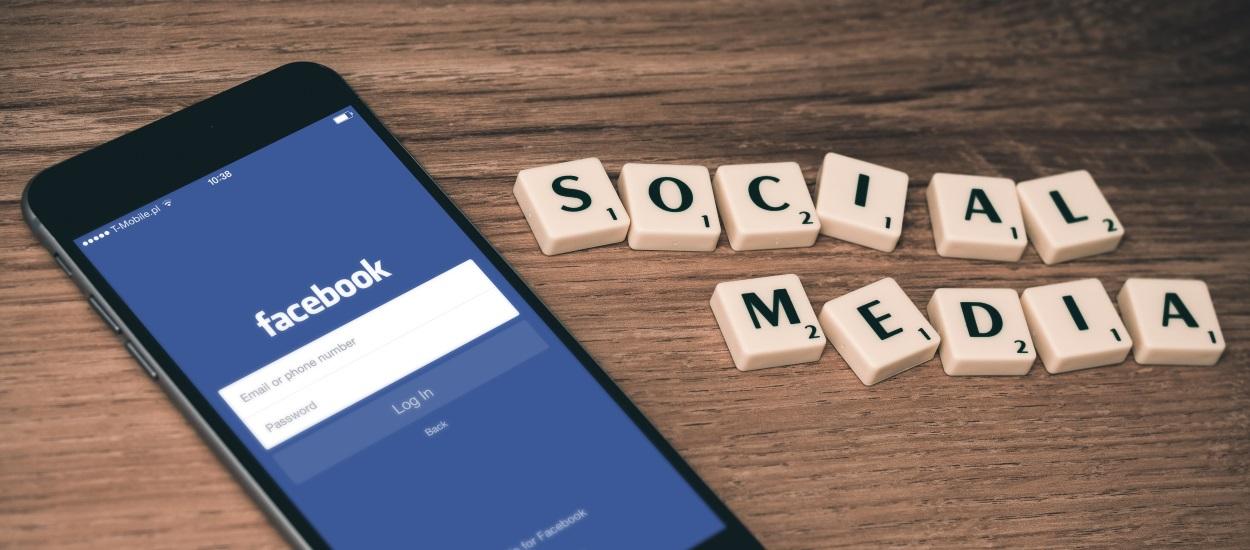 Scrabble pegs spelling social media