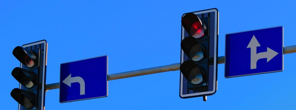 Street intersection traffic lights