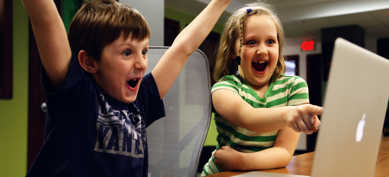 Kids-excited-at-a-laptop_1280