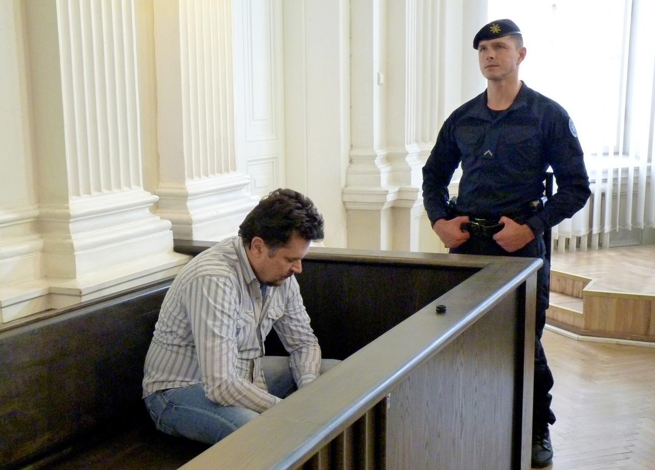 Evaldas Rimasauskas before extradition verdict
